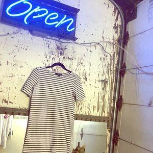 🌒🌘WHITE&BLACK STRIPED LULUS T-SHIRT DRESS